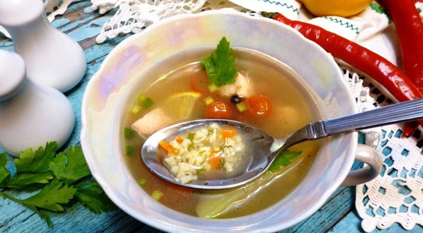 Рыбный суп с пшеном и помидорами